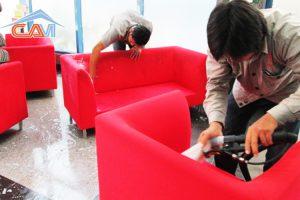 Giặt ghế sofa phòng karaoke trên phố Đê La Thành